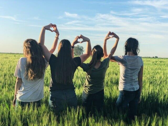 草原と友達